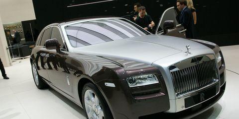 Tire, Wheel, Automotive design, Vehicle, Land vehicle, Car, Grille, Vehicle registration plate, Automotive tire, Headlamp,