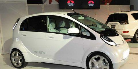 Motor vehicle, Wheel, Mode of transport, Automotive design, Automotive mirror, Vehicle, Land vehicle, Automotive wheel system, Car, Transport,