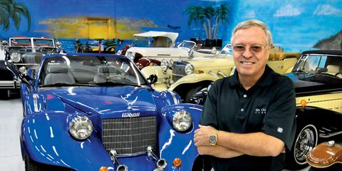 Motor vehicle, Automotive design, Vehicle, Land vehicle, Grille, Hood, Headlamp, Automotive lighting, Automotive exterior, Classic car,
