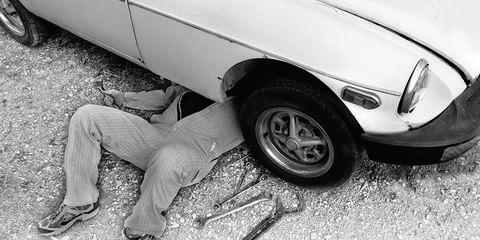 Tire, Motor vehicle, Wheel, Automotive tire, Vehicle, Automotive design, Land vehicle, Automotive wheel system, Automotive exterior, Alloy wheel,