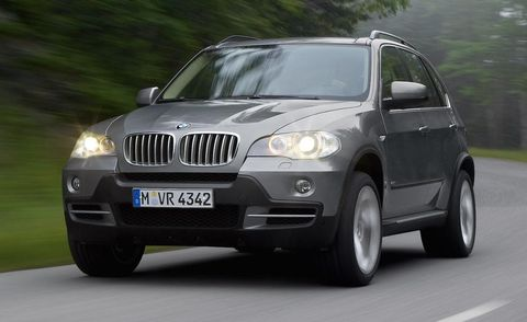 Tire, Motor vehicle, Automotive mirror, Mode of transport, Automotive design, Daytime, Vehicle registration plate, Vehicle, Land vehicle, Automotive lighting,