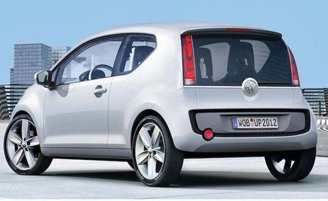 Motor vehicle, Tire, Mode of transport, Automotive design, Automotive mirror, Daytime, Vehicle, Land vehicle, Car, Automotive exterior,