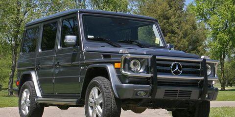 Tire, Motor vehicle, Wheel, Mode of transport, Automotive tire, Transport, Vehicle, Automotive parking light, Land vehicle, Rim,