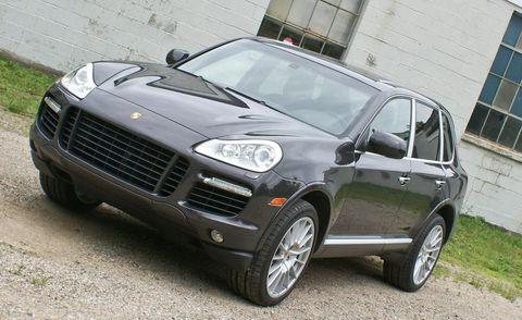 Tire, Motor vehicle, Wheel, Automotive design, Automotive tire, Vehicle, Land vehicle, Rim, Window, Alloy wheel,