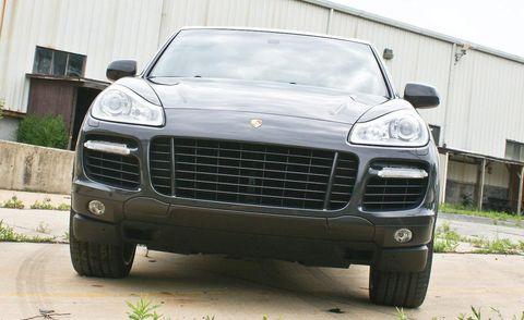 Tire, Motor vehicle, Wheel, Mode of transport, Automotive design, Vehicle, Transport, Automotive tire, Hood, Vehicle registration plate,