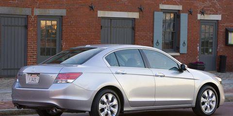Tire, Wheel, Automotive design, Vehicle, Window, Alloy wheel, Land vehicle, Rim, Car, Spoke,