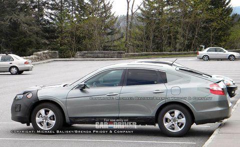 Tire, Wheel, Land vehicle, Vehicle, Car, Alloy wheel, Automotive parking light, Rim, Automotive tail & brake light, Full-size car,