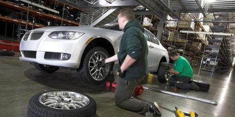 Tire, Wheel, Automotive tire, Automotive design, Automotive wheel system, Rim, Headlamp, Alloy wheel, Automotive exterior, Automotive lighting,