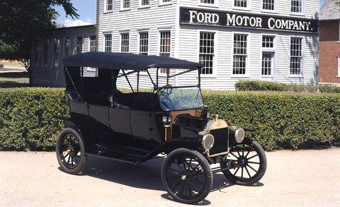 tire, wheel, mode of transport, automotive design, window, transport, rim, automotive tire, classic car, fender,