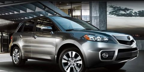 Tire, Wheel, Motor vehicle, Automotive mirror, Automotive tire, Automotive design, Glass, Vehicle, Automotive exterior, Automotive lighting,