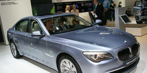 Tire, Automotive design, Vehicle, Grille, Personal luxury car, Luxury vehicle, Spoke, Alloy wheel, Rim, Mid-size car,