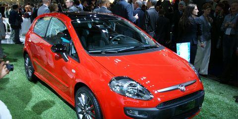 Tire, Motor vehicle, Wheel, Automotive design, Vehicle, Event, Land vehicle, Car, Automotive wheel system, Alloy wheel,