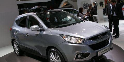 Tire, Wheel, Motor vehicle, Automotive design, Product, Vehicle, Event, Land vehicle, Headlamp, Car,