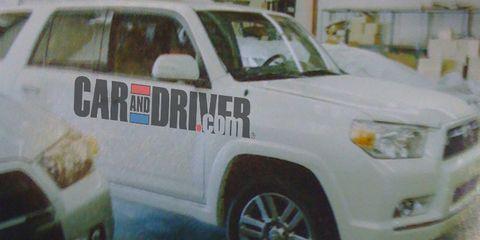 Motor vehicle, Tire, Wheel, Mode of transport, Automotive tire, Vehicle, Land vehicle, Transport, Automotive exterior, Automotive lighting,