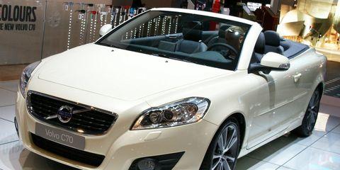 Tire, Wheel, Automotive design, Vehicle, Land vehicle, Car, Grille, Automotive mirror, Personal luxury car, Headlamp,