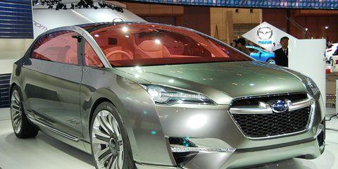 Motor vehicle, Wheel, Mode of transport, Automotive design, Vehicle, Event, Land vehicle, Car, Automotive mirror, Grille,