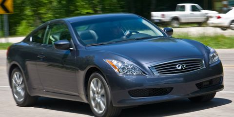 Tire, Motor vehicle, Wheel, Vehicle, Land vehicle, Automotive design, Headlamp, Hood, Automotive tire, Automotive lighting,