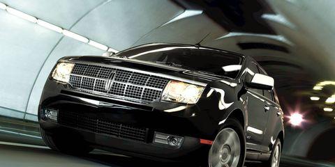 Tire, Motor vehicle, Wheel, Automotive design, Automotive tire, Automotive lighting, Automotive exterior, Automotive wheel system, Transport, Headlamp,