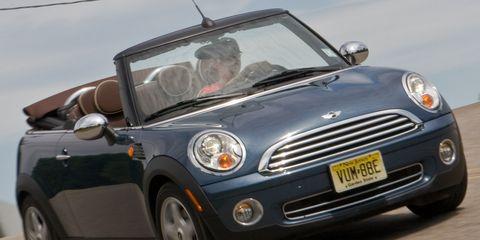 Motor vehicle, Automotive design, Vehicle, Automotive mirror, Land vehicle, Car, Vehicle door, Grille, Headlamp, Automotive lighting,