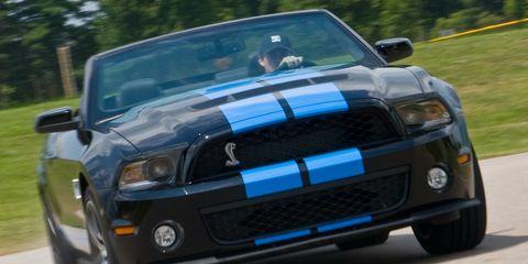 Automotive design, Vehicle, Automotive exterior, Headlamp, Hood, Land vehicle, Automotive lighting, Grille, Car, Automotive fog light,