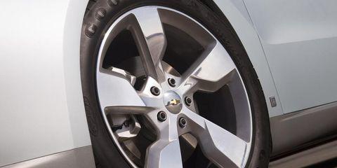 Wheel, Tire, Automotive tire, Alloy wheel, Automotive design, Automotive wheel system, Rim, Spoke, Automotive exterior, Transport,
