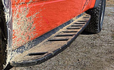 Automotive tire, Synthetic rubber, Automotive exterior, Fender, Tread, Auto part, Automotive wheel system, Tire care, Concrete, Rolling,