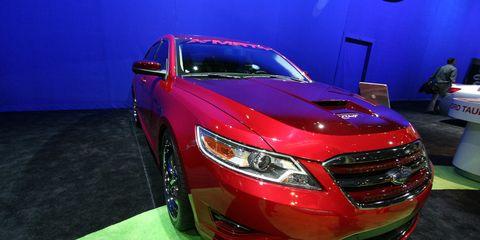 Automotive design, Vehicle, Automotive lighting, Event, Land vehicle, Grille, Car, Full-size car, Headlamp, Fender,