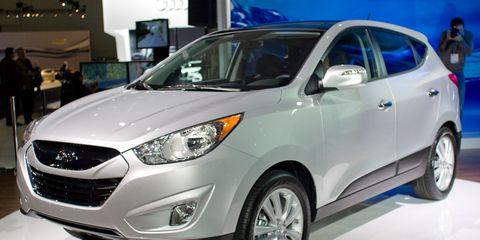 Tire, Wheel, Motor vehicle, Mode of transport, Automotive design, Automotive mirror, Vehicle, Product, Glass, Headlamp,