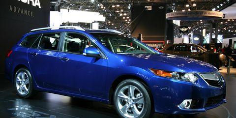 Motor vehicle, Tire, Wheel, Vehicle, Automotive design, Land vehicle, Automotive lighting, Automotive tire, Glass, Car,