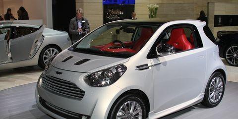 Tire, Wheel, Motor vehicle, Automotive design, Vehicle, Land vehicle, Automotive wheel system, Alloy wheel, Car, Rim,