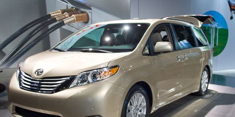 Motor vehicle, Mode of transport, Automotive mirror, Vehicle, Automotive design, Land vehicle, Glass, Transport, Car, Automotive lighting,