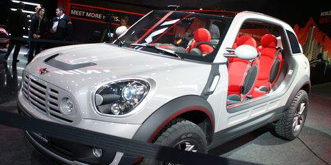 Motor vehicle, Tire, Wheel, Automotive design, Automotive tire, Vehicle, Automotive wheel system, Rim, Automotive exterior, Automotive lighting,