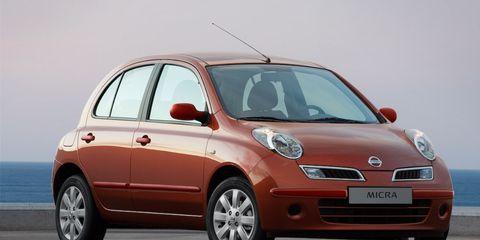 Motor vehicle, Tire, Automotive design, Mode of transport, Automotive mirror, Vehicle, Transport, Land vehicle, Car, Vehicle door,