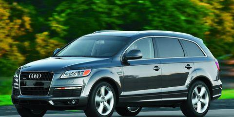 Tire, Wheel, Automotive design, Vehicle, Land vehicle, Car, Automotive tire, Alloy wheel, Headlamp, Grille,