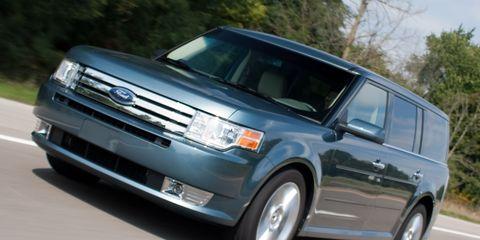 Tire, Wheel, Automotive mirror, Automotive tire, Automotive design, Daytime, Vehicle, Product, Glass, Land vehicle,
