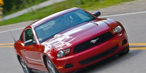 Tire, Motor vehicle, Automotive design, Vehicle, Road, Hood, Land vehicle, Headlamp, Infrastructure, Grille,