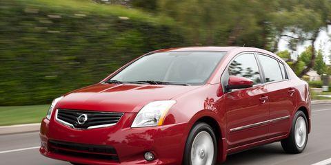 Motor vehicle, Automotive mirror, Mode of transport, Automotive design, Daytime, Vehicle, Glass, Automotive lighting, Hood, Car,