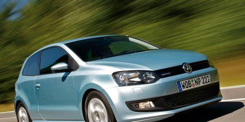Motor vehicle, Automotive design, Daytime, Vehicle, Automotive mirror, Land vehicle, Car, Transport, Glass, Headlamp,