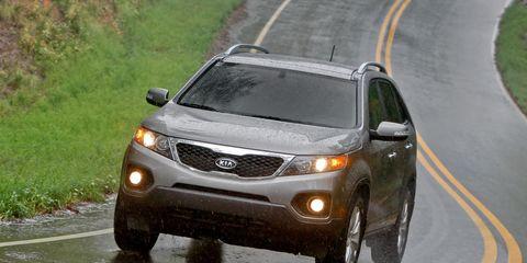 Motor vehicle, Tire, Road, Mode of transport, Automotive mirror, Vehicle, Automotive lighting, Automotive exterior, Glass, Headlamp,