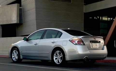Tire, Wheel, Vehicle, Land vehicle, Car, Alloy wheel, Rim, Automotive tire, Full-size car, Glass,