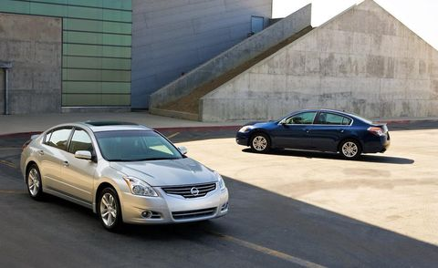 Tire, Wheel, Automotive mirror, Vehicle, Land vehicle, Car, Rim, Automotive parking light, Alloy wheel, Full-size car,