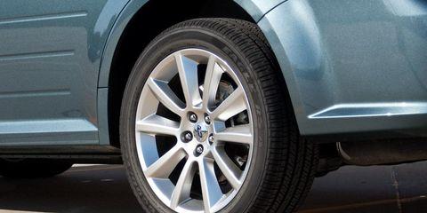 Tire, Wheel, Automotive tire, Alloy wheel, Automotive wheel system, Automotive exterior, Rim, Automotive design, Fender, Tread,