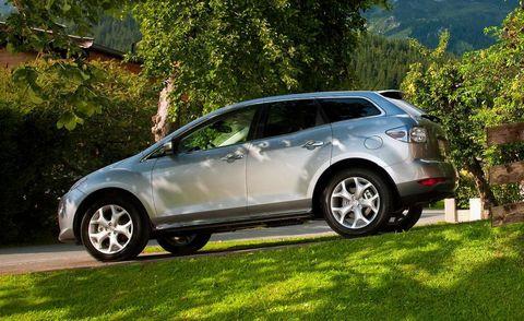 Tire, Wheel, Motor vehicle, Vehicle, Automotive tire, Land vehicle, Automotive design, Rim, Alloy wheel, Car,