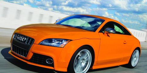 Motor vehicle, Automotive design, Mode of transport, Automotive mirror, Daytime, Vehicle, Hood, Transport, Headlamp, Automotive lighting,