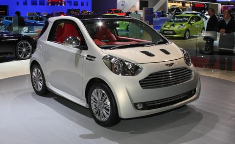 Tire, Wheel, Motor vehicle, Automotive design, Mode of transport, Vehicle, Land vehicle, Automotive wheel system, Alloy wheel, Car,