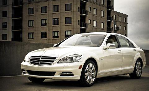 Tire, Wheel, Automotive design, Window, Vehicle, Hood, Grille, Headlamp, Automotive lighting, Alloy wheel,