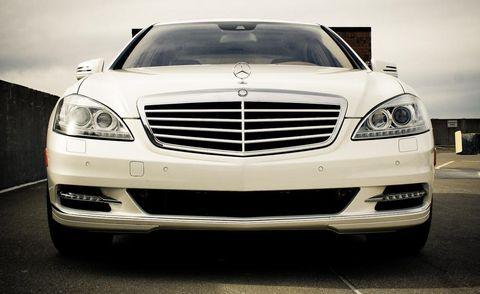 Automotive design, Vehicle, Automotive lighting, Hood, Headlamp, Grille, Automotive exterior, Car, Automotive parking light, Bumper,