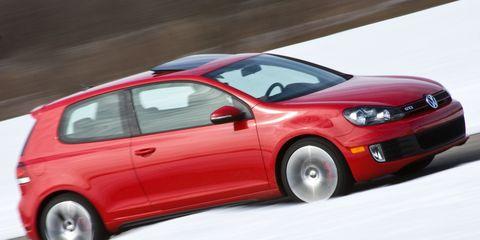 Tire, Wheel, Motor vehicle, Automotive design, Automotive mirror, Vehicle, Land vehicle, Car, Red, Automotive tire,