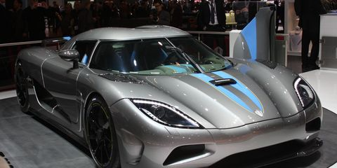 Automotive design, Vehicle, Event, Land vehicle, Supercar, Performance car, Car, Sports car, Auto show, Rim,
