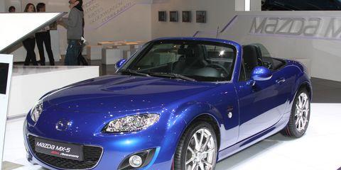 Tire, Automotive design, Vehicle, Land vehicle, Hood, Headlamp, Car, Performance car, Fender, Alloy wheel,